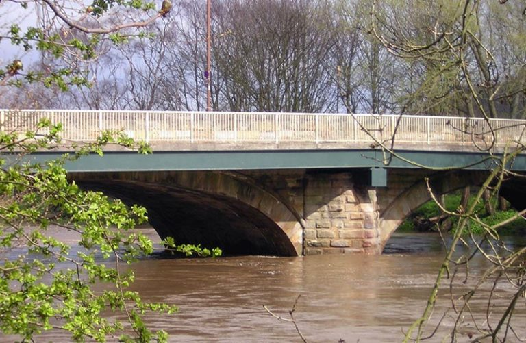 shincliffe_bridge_during_flood-16th_april_2005